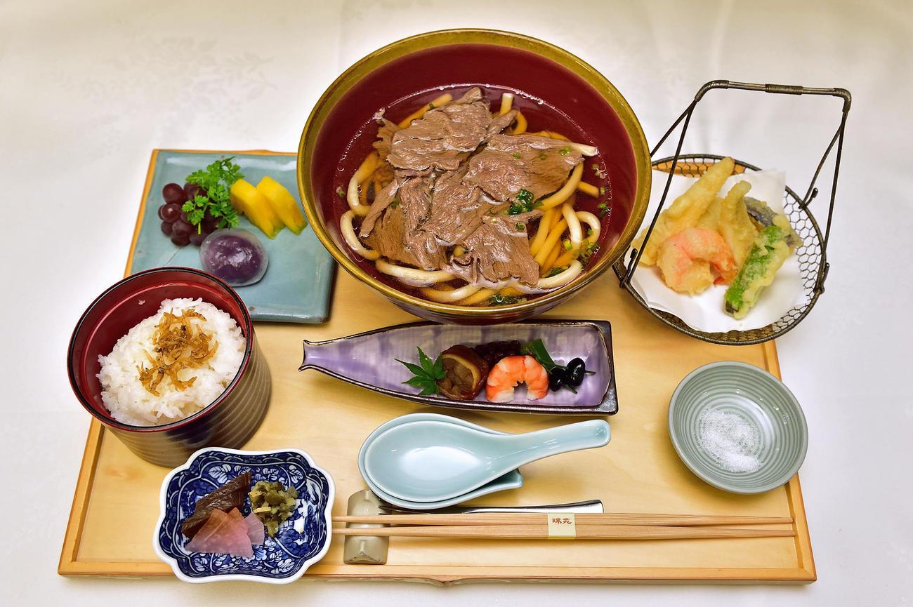 藤井聡太棋聖が昼食の注文した「肉うどん膳」(日本将棋連盟)