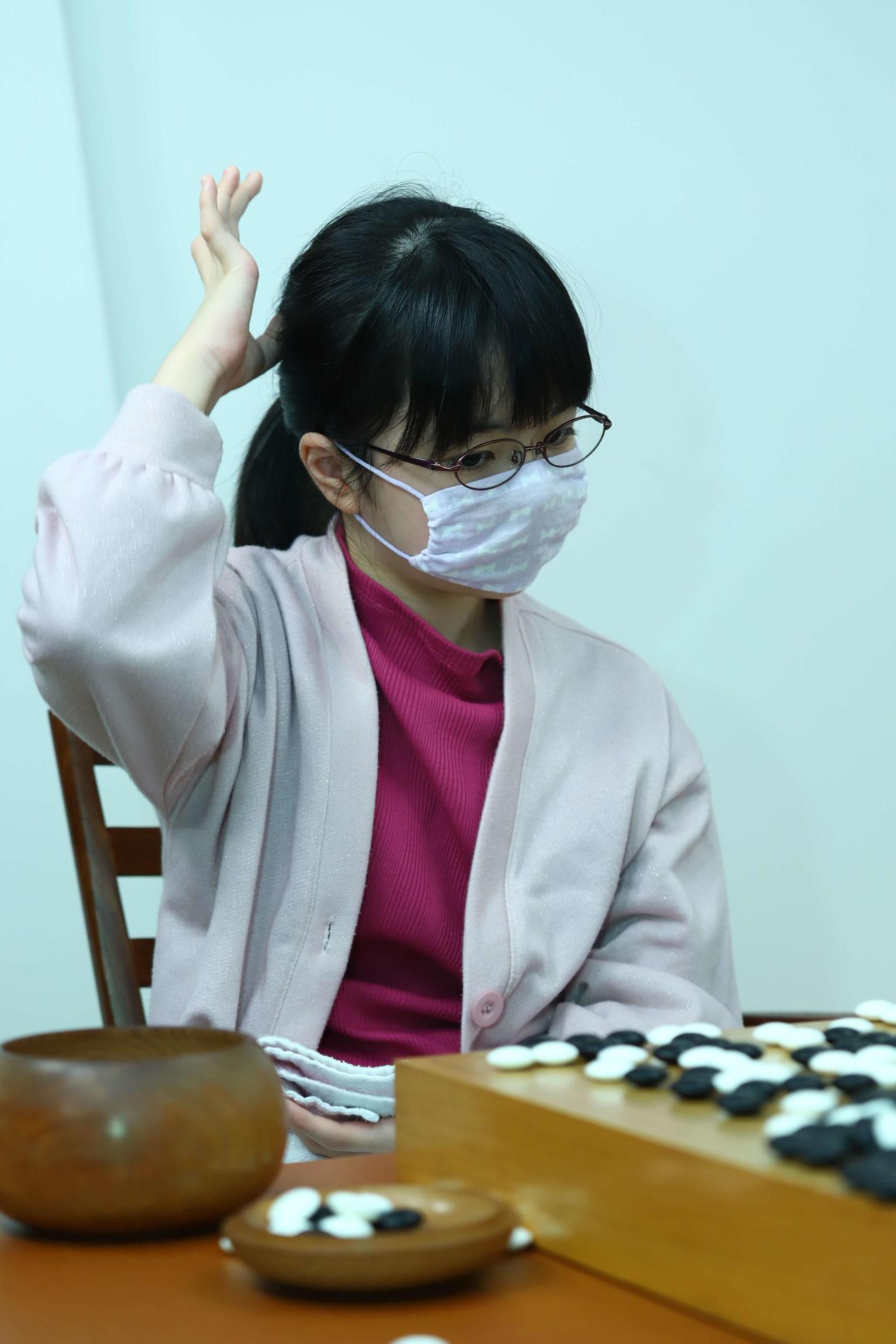 青木喜久代八段に熱戦の末、敗れた仲邑菫初段(日本棋院提供)