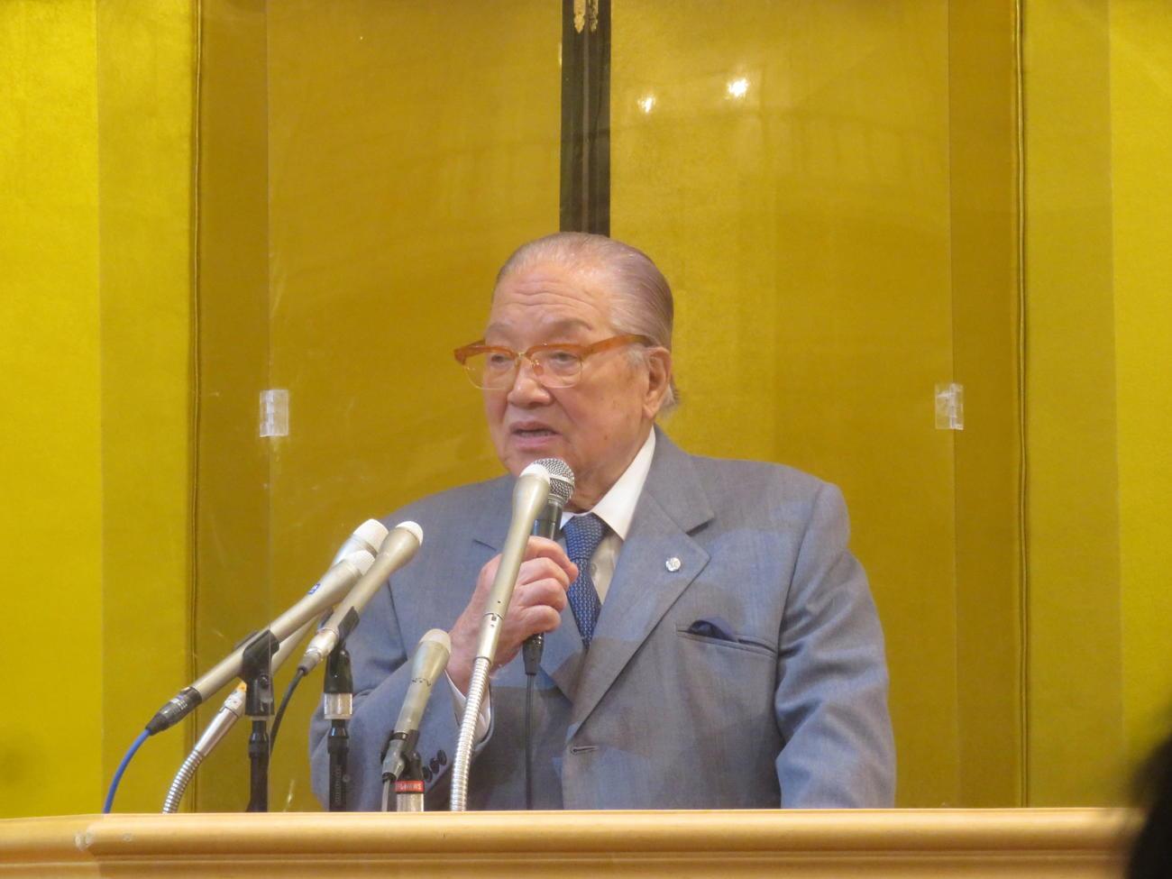 """10カ月ぶりに公の場に姿を見せた""""ハマのドン""""藤木幸夫横浜港ハーバーリゾート協会会長。「自民党全員アウトです。私が落とします」とほえた"""