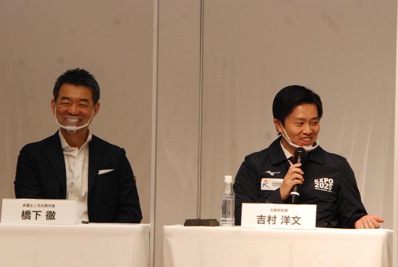 たかじんAWARDのフォーラムに参加した大阪府の吉村洋文知事(右)、橋下徹元市長(撮影・松浦隆司)