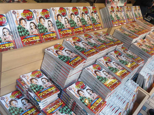 新宿の紀伊国屋書店にできた「鬼滅の刃」最終23巻販売特設スペース(2020年12月4日撮影)