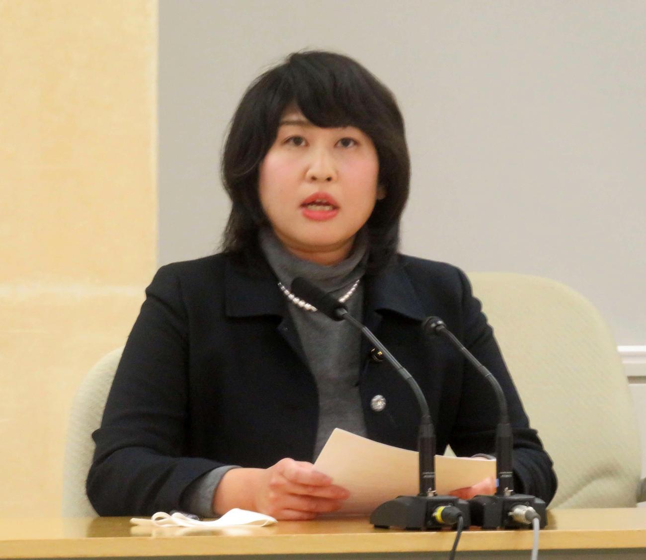 西郷歩美・東京都議会議員は18日、都庁内で会見し、都民ファーストの会を離党、日本維新の会に入党することを表明した(撮影・大上悟)