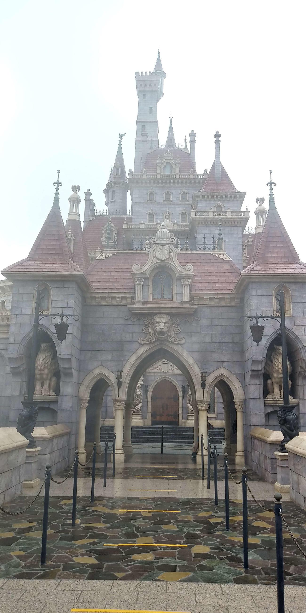 東京ディズニーランド「美女と野獣の城」(2020年9月25日撮影)