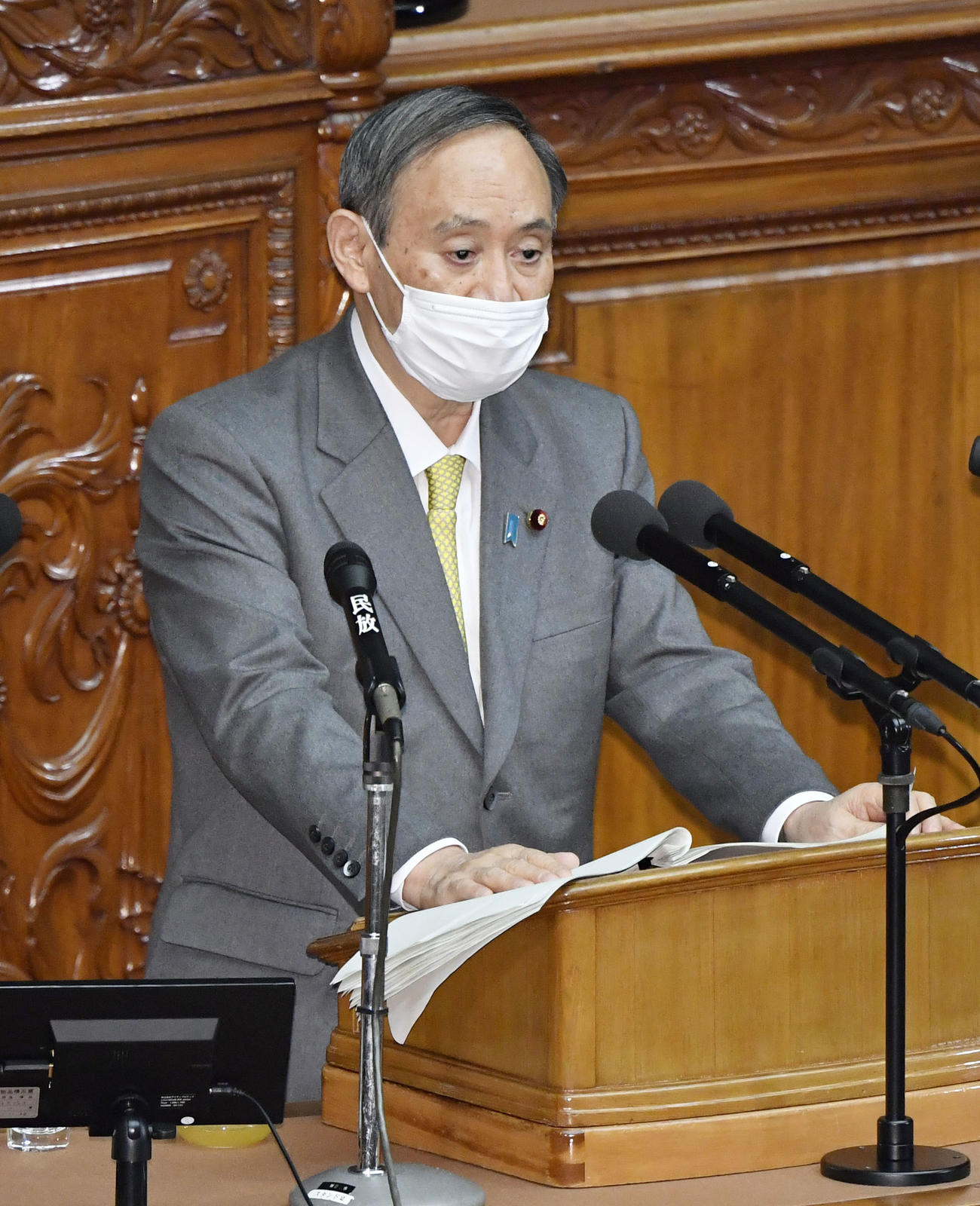 衆院本会議の代表質問で答弁する菅首相(共同)