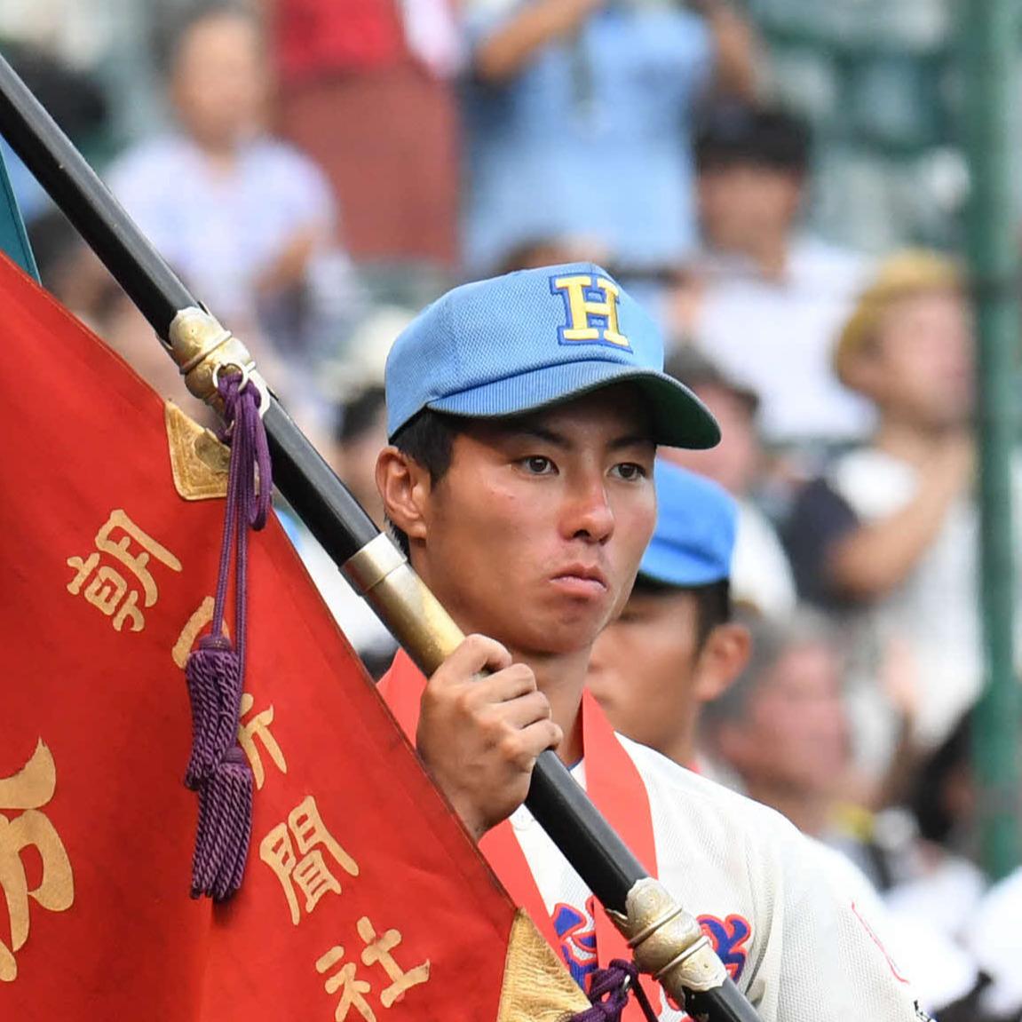 17年8月、全国高校野球選手権で優勝旗を手にする千丸剛被告