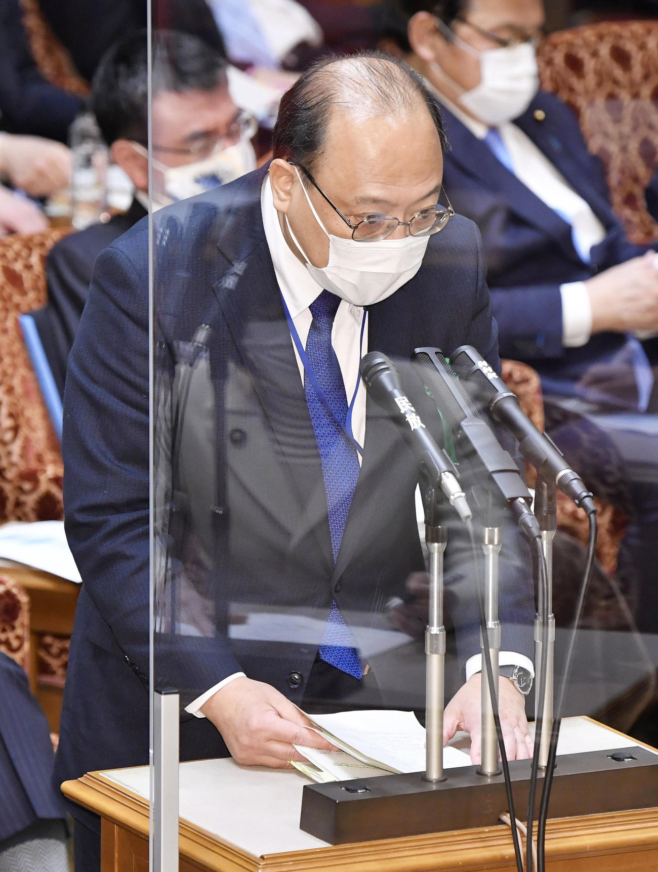 参院予算委で答弁する総務省の谷脇康彦総務審議官(共同)