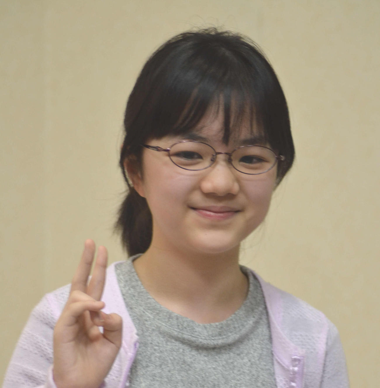 二段昇段会見で笑顔を見せる仲邑菫初段