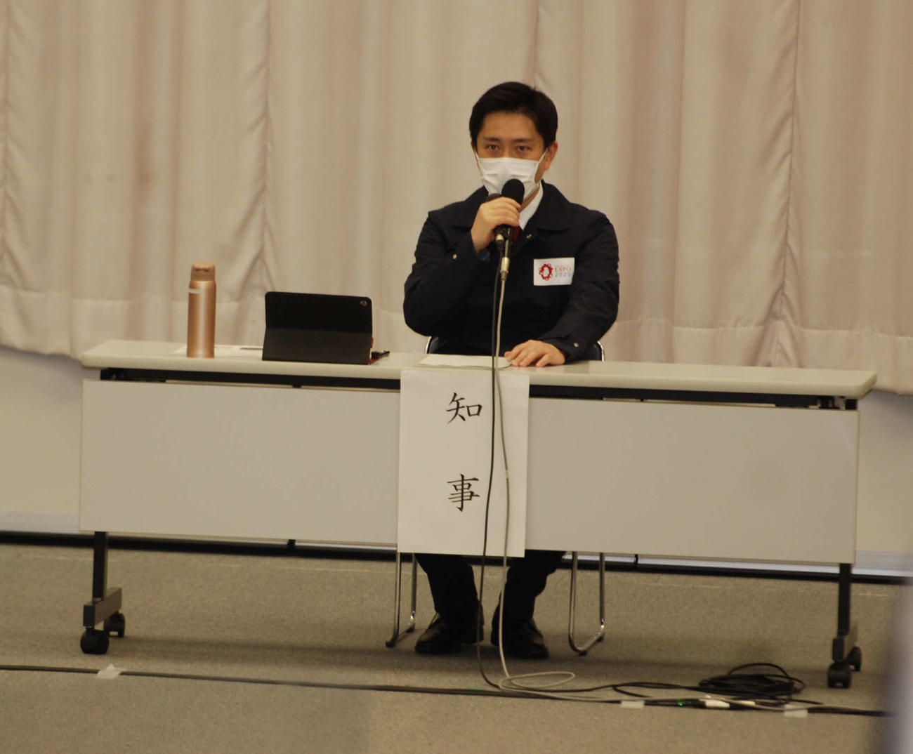 府の対策本部会議に出席した吉村洋文知事(撮影・松浦隆司)
