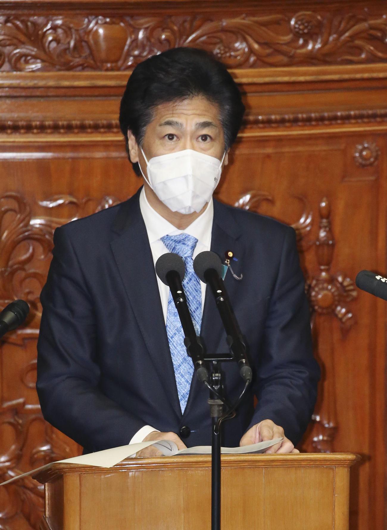 衆院本会議で、医療制度改革関連法案の趣旨説明をする田村厚労相(共同)