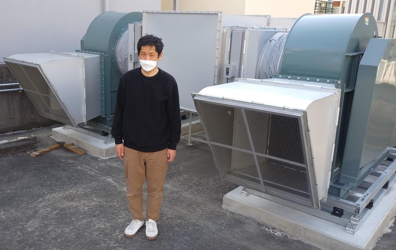 館内の換気効率を通常の3倍に上げたシロッコファン形式の大型排気口。駐車場スペースに4機設置した