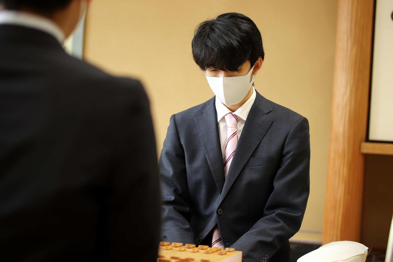 史上初の5期連続Vに向けて竜王戦2組決勝に臨む藤井聡太2冠(日本将棋連盟提供)