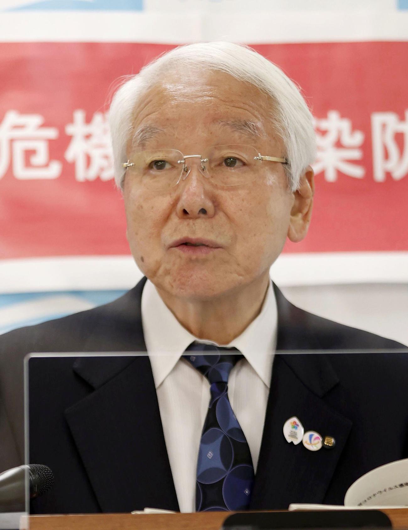 新型コロナウイルスの対策本部会議後に記者会見する兵庫県の井戸敏三知事