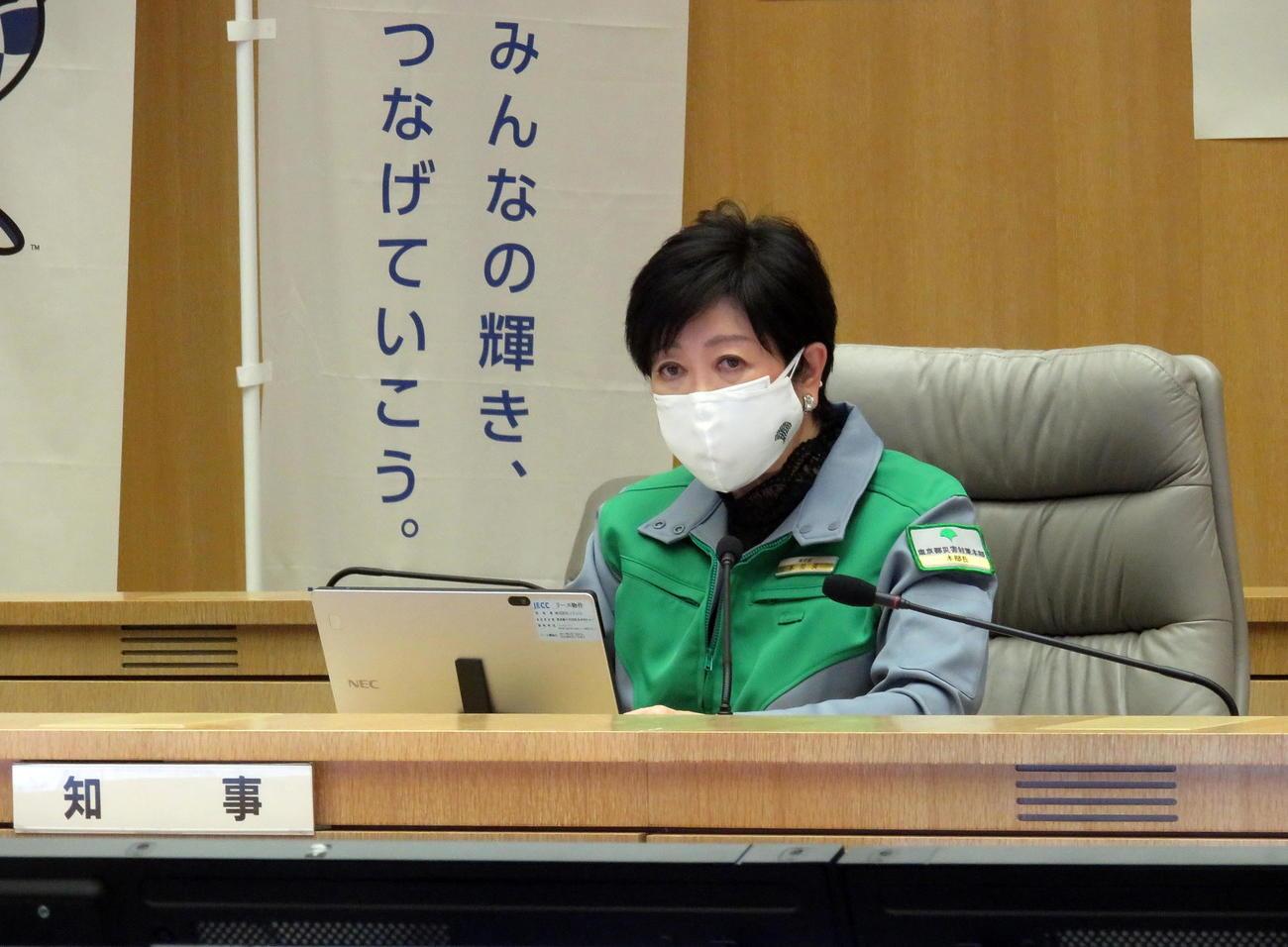 東京都新型コロナウイルス感染症モニタリング会議に出席する小池知事(撮影・鎌田直秀)
