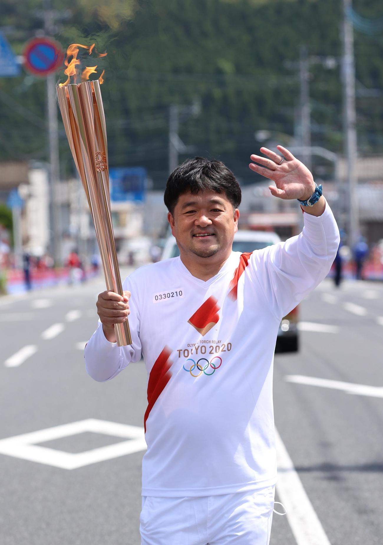 聖火ランナーを務めた木藤亮太さん(代表撮影)
