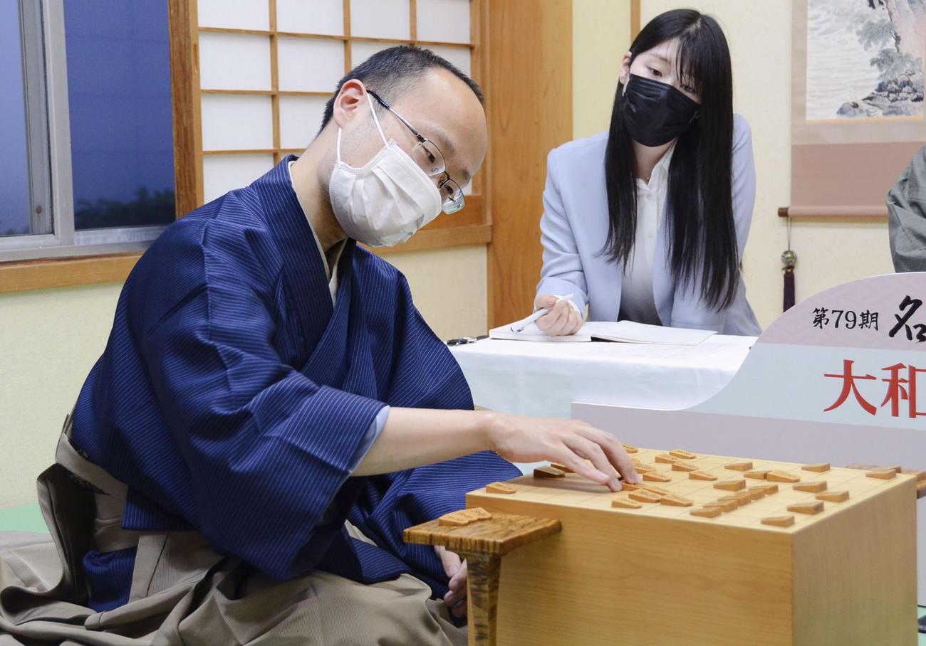名人戦7番勝負の第5局で斎藤慎太郎八段を破り、初防衛を果たした渡辺明名人