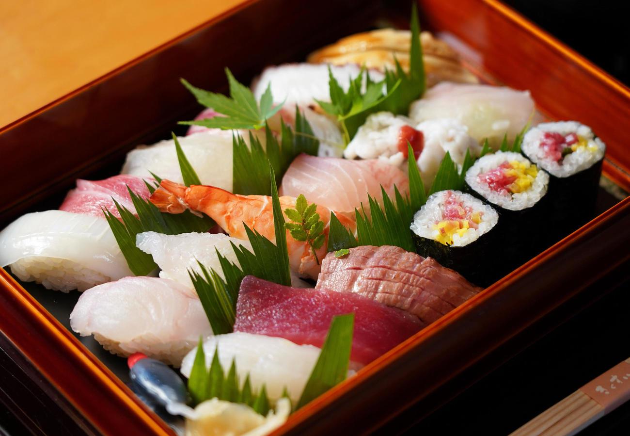 藤井聡太棋聖が注文した昼食「お寿司」(代表撮影)