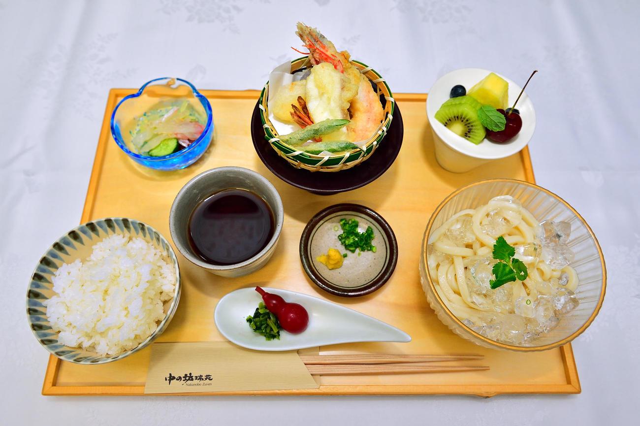 藤井聡太王位が昼食に注文した「冷やしうどん膳」(日本将棋連盟提供)