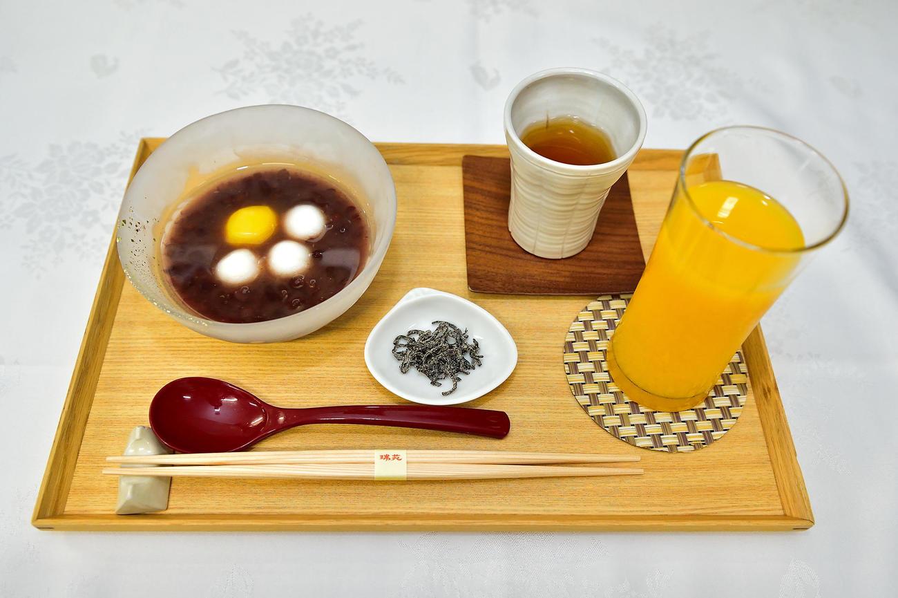 豊島将之竜王が午後のおやつに注文した「白玉冷やしぜんざい」(日本将棋連盟提供)
