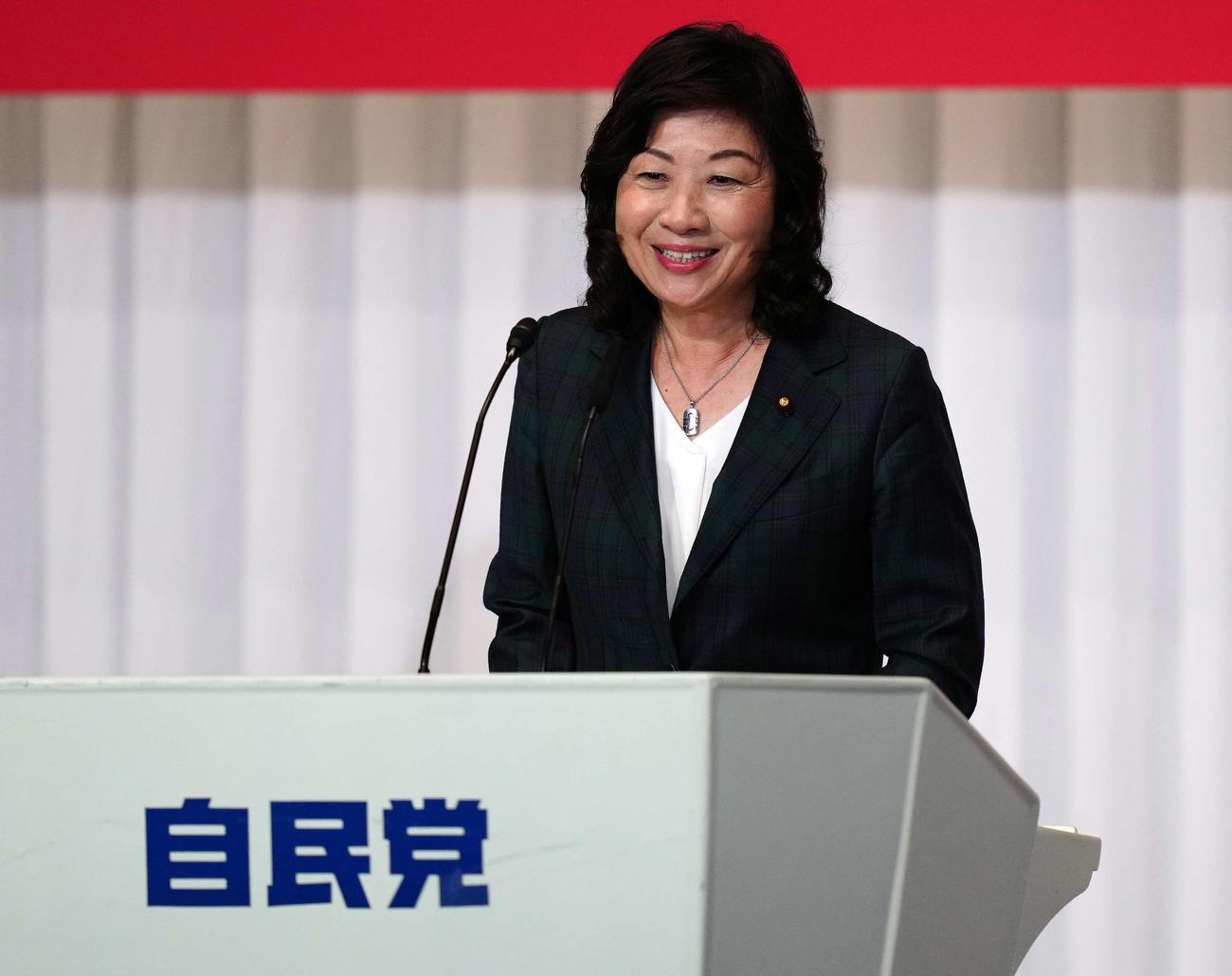 所見発表演説会で笑顔を見せる野田聖子幹事長代行(撮影・江口和貴)