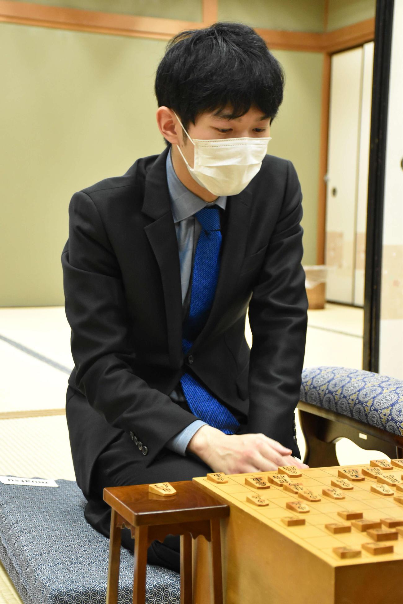 棋王戦挑戦者決定トーナメント3回戦で藤井聡太3冠を下してベスト8に進出した斎藤慎太郎八段(日本将棋連盟提供)