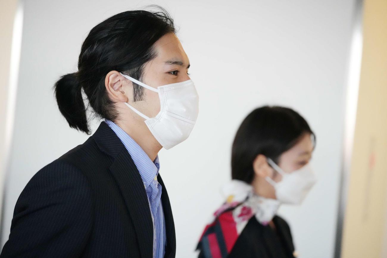 成田空港に到着した小室圭さん(撮影・鈴木みどり)