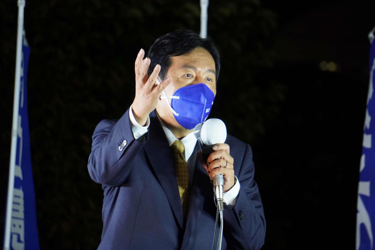 横浜市で街頭演説を行った立憲民主党の枝野幸男代表(撮影・沢田直人)