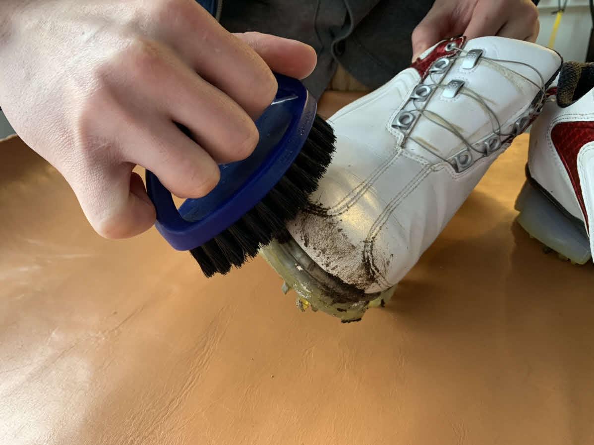 砂、泥を落として表面拭き上げ、撥水スプレーかける - 4356情報 ...