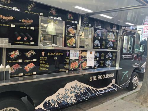 お寿司もフードトラックで食べられる時代になりました