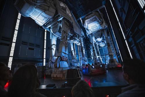 「スター・ウォーズ:ライズ・オブ・ザ・レジスタンス」のアトラクション (c) Disney (c) & TM Lucasfilm, Ltd.