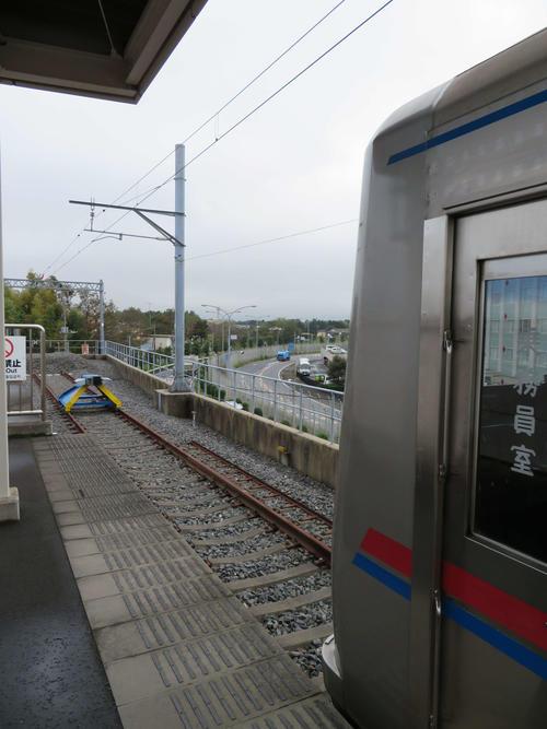 〈11〉芝山千代田駅の車止め。延伸できるようにつくられている