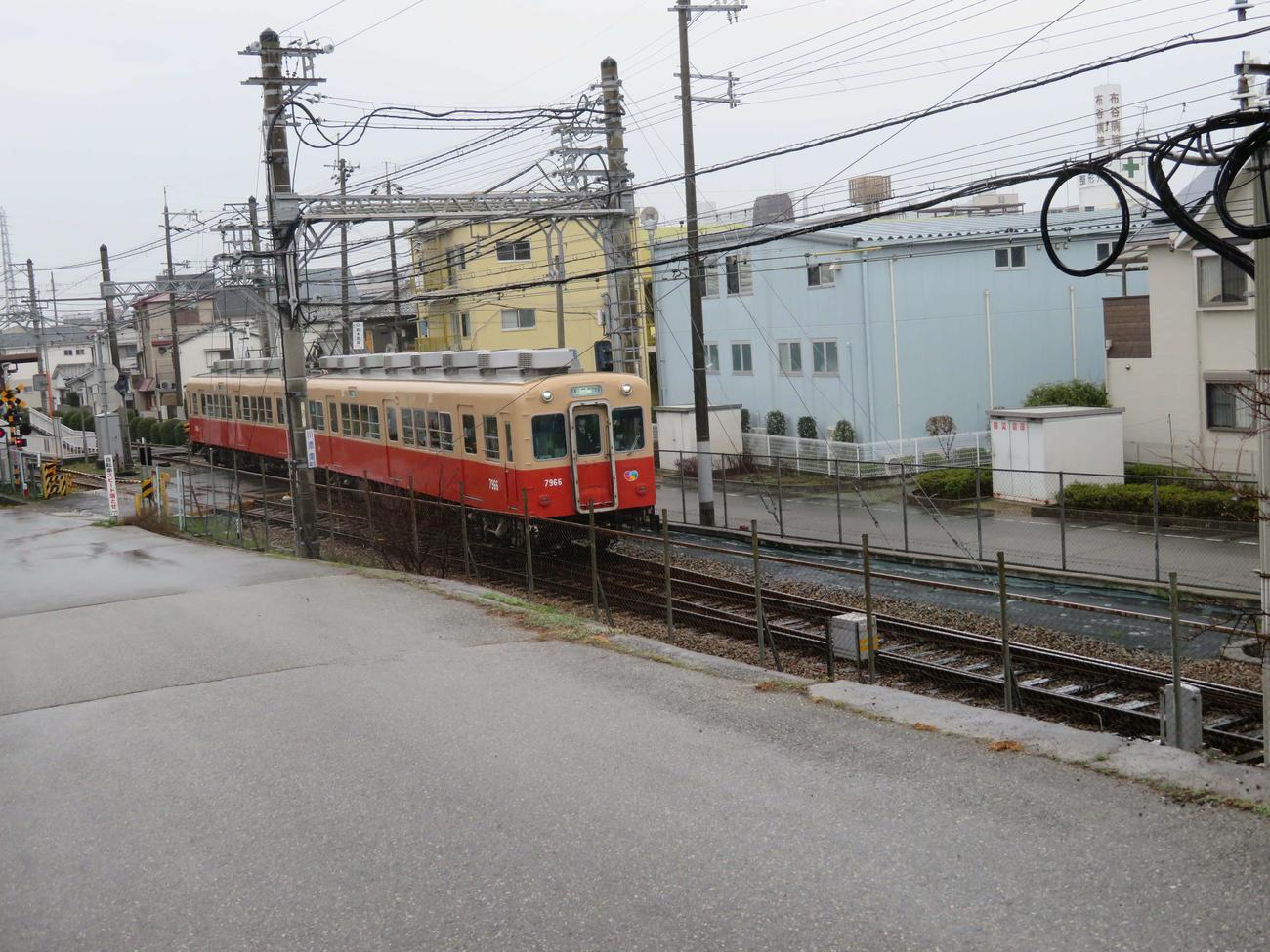 〈1〉武庫川線を走る赤銅色の阪神電車
