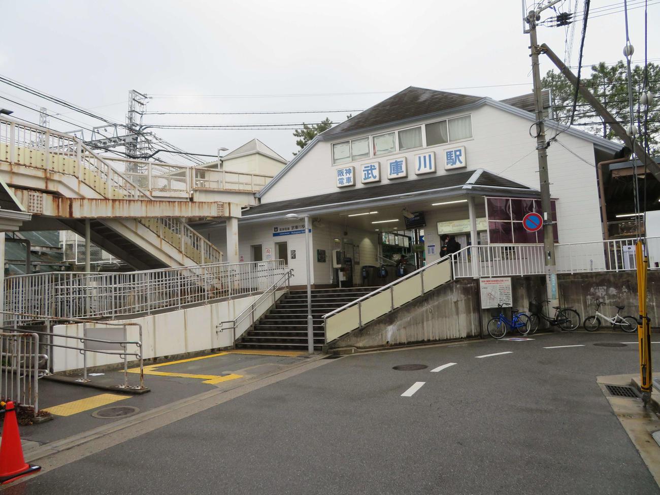 〈2〉武庫川線の起点である武庫川駅(西宮側改札)