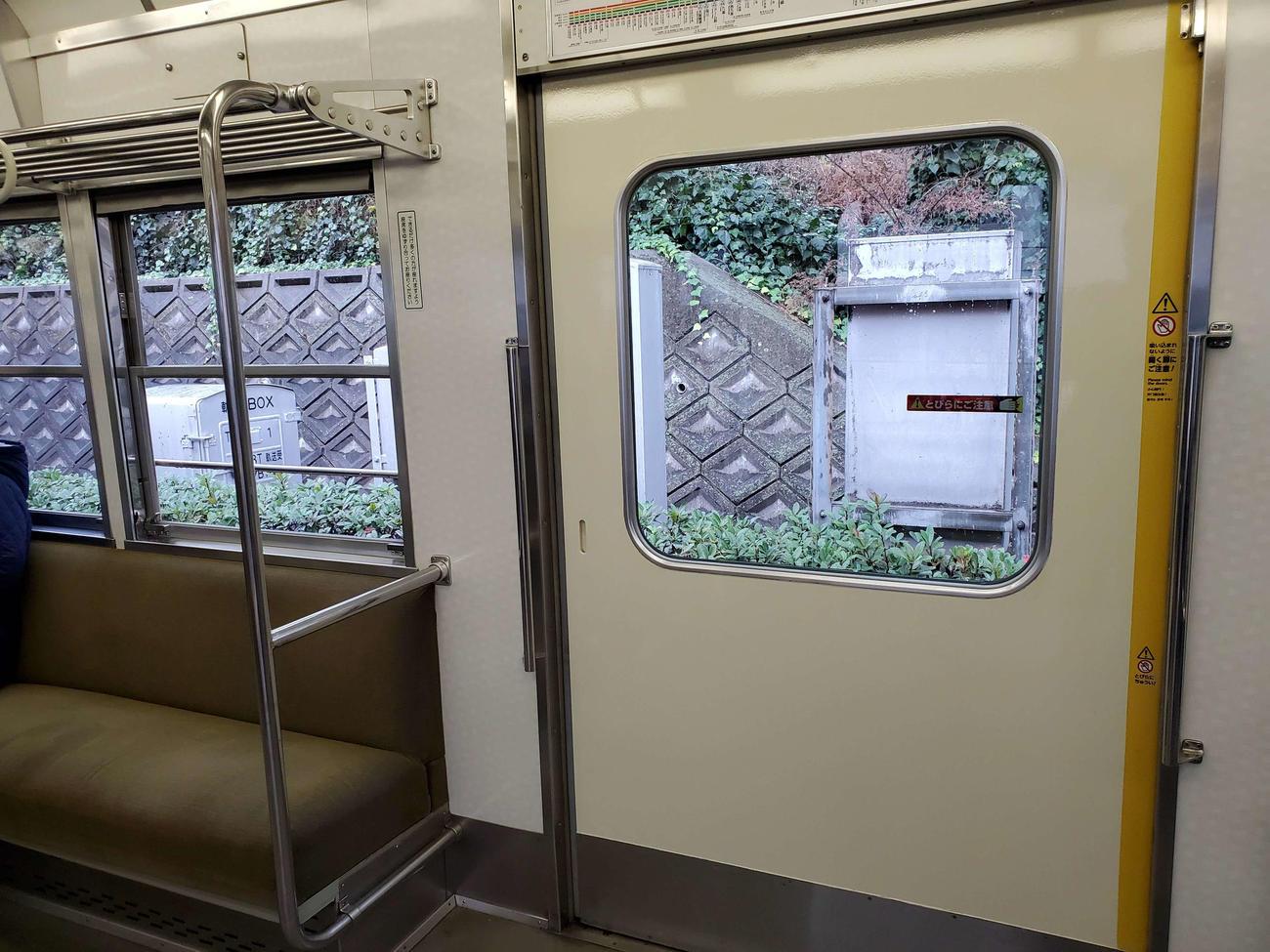 〈5〉武庫川線の車両は片側開き