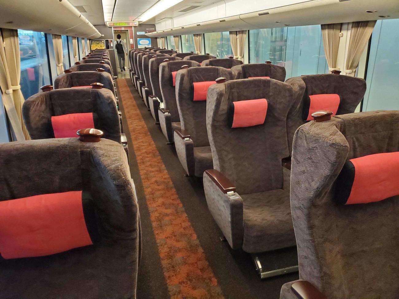 〈2〉座席の配列が1&2となっているグリーン車