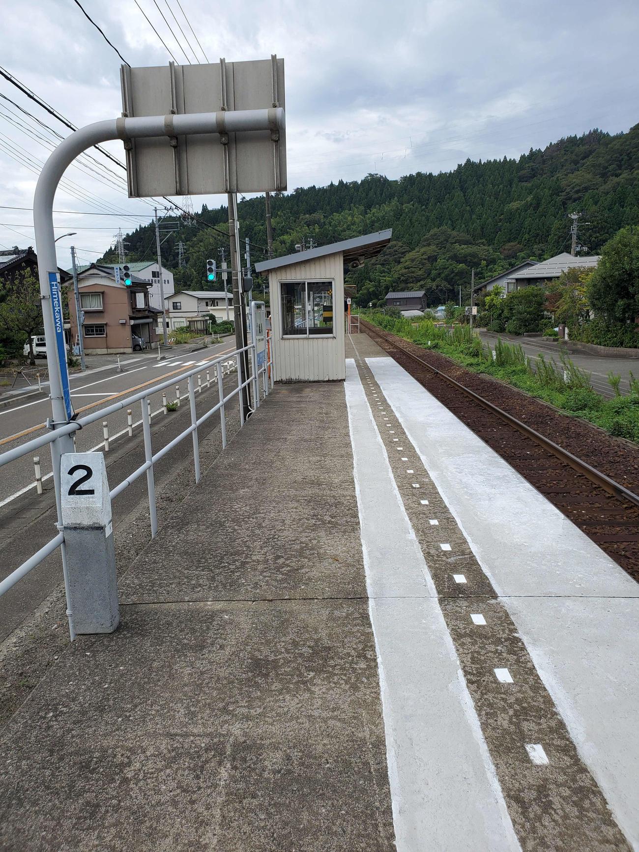 〈6〉姫川駅は大糸線で最も新しい駅でホームと待合所だけの簡素な構造