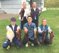 前列中央が優勝した石川さん、左が2位大杉さん、右が3位土本さん、後列左から5位亀谷さん、4位のリポーター藤本さん