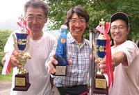 優勝した高山さんを中央に準優勝の雨宮さん(左)と3位の後藤さん