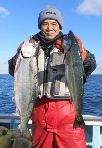 北海道・白老沖 サクラマス5人全員定数10匹 - 釣り : 日刊スポーツ
