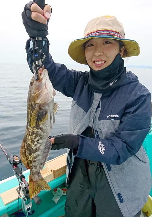 賀都屋・明神丸でアイナメ49センチをゲットした太田さん
