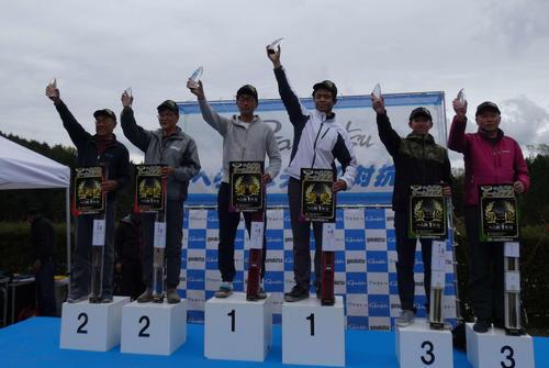 左から2位の鈴木、南、優勝の猪飼、石原、3位の葛西涼、葛西弘一各選手