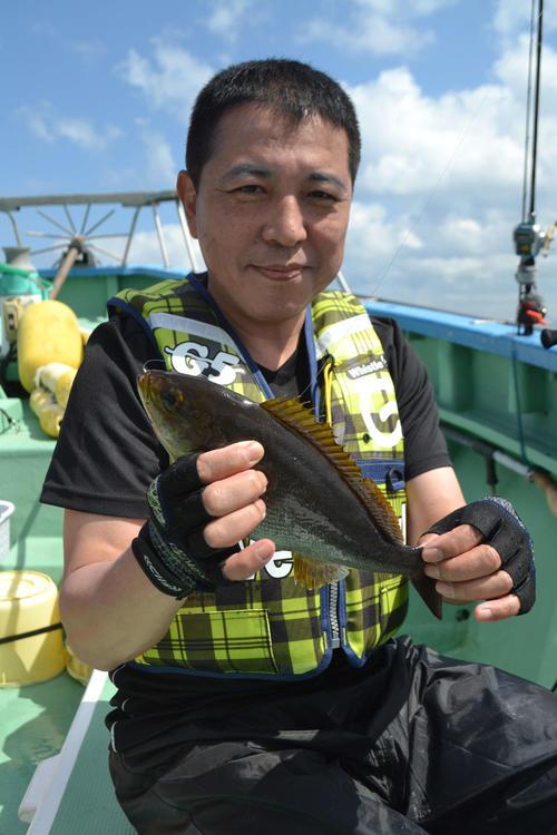 村井丸初乗船の青木さん、イサキ31匹をゲット