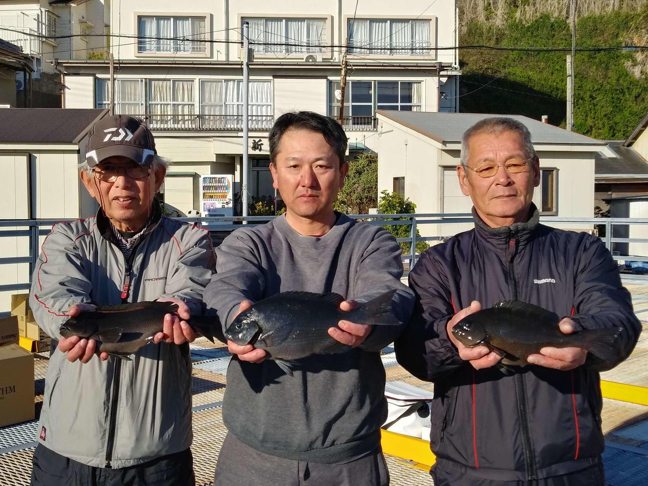 左から2位藤本さん、優勝石渡さん、3位吉野さん