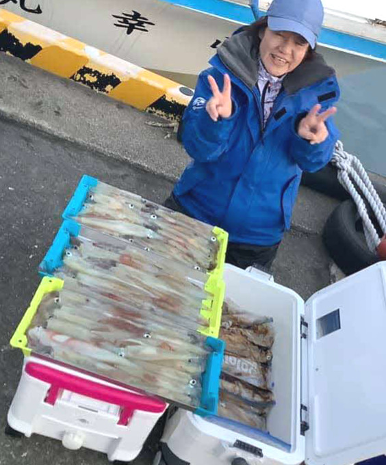 三重の松本千広さんらが胴長20~35センチを30~115匹釣り上げた