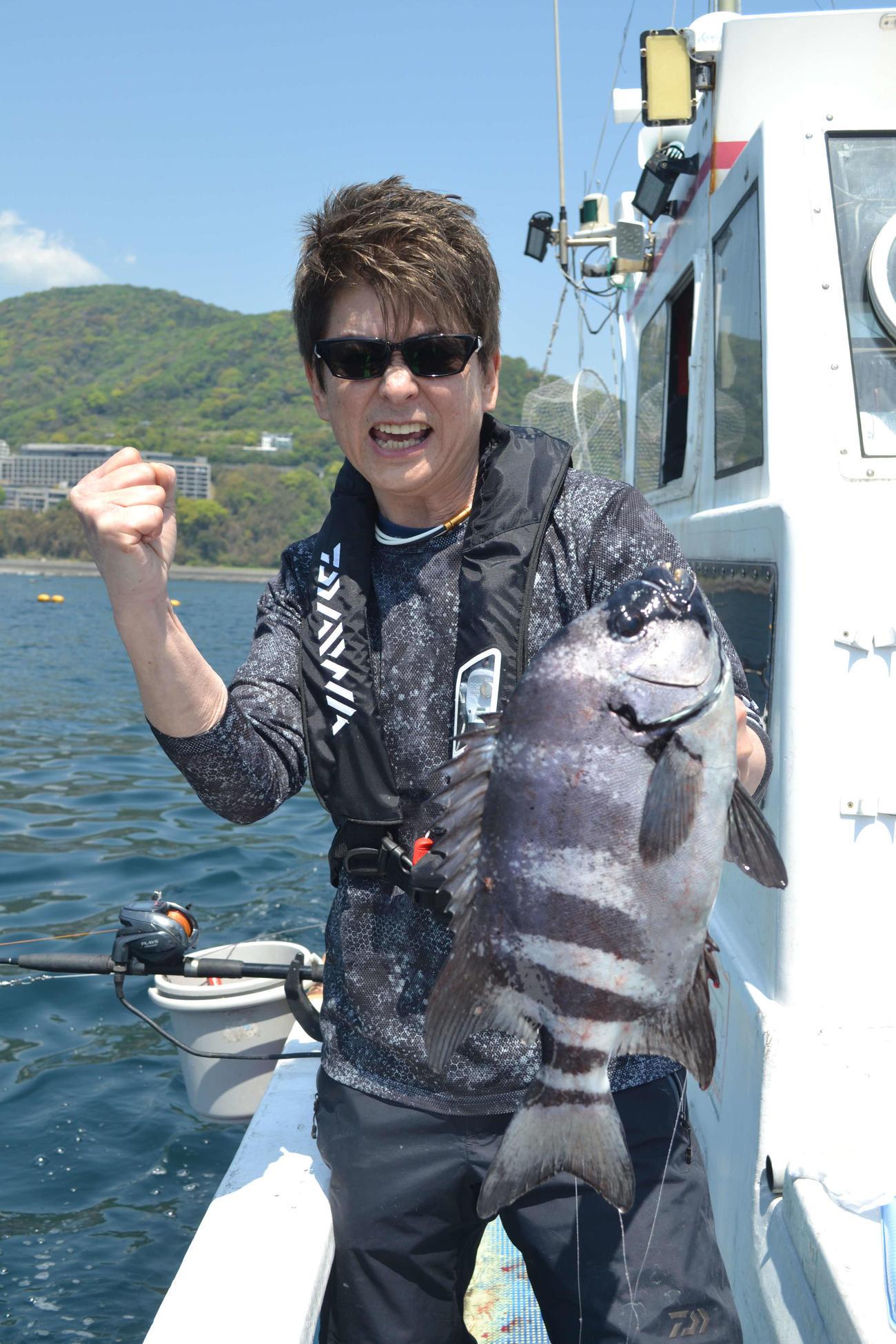 アニキが最後の最後に釣ったのは41センチ、1・5キロのイシダイ