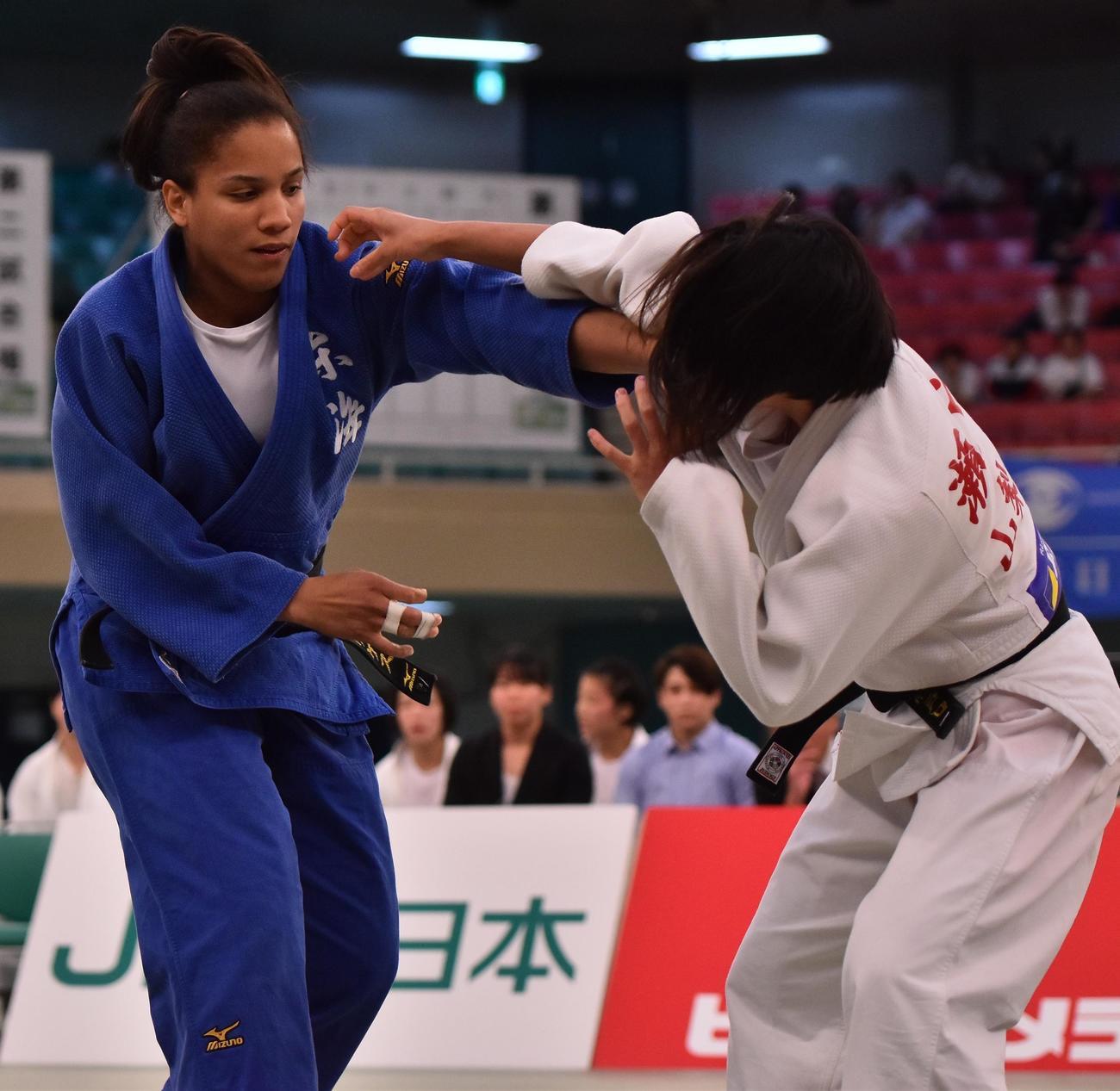 19年6月の全日本学生優勝大会で、東海大の12年ぶり制覇に貢献したロドリゲス(左)