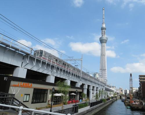 東武スカイツリーラインの高架下に整備された東京ミズマチ(撮影・峯岸佑樹)