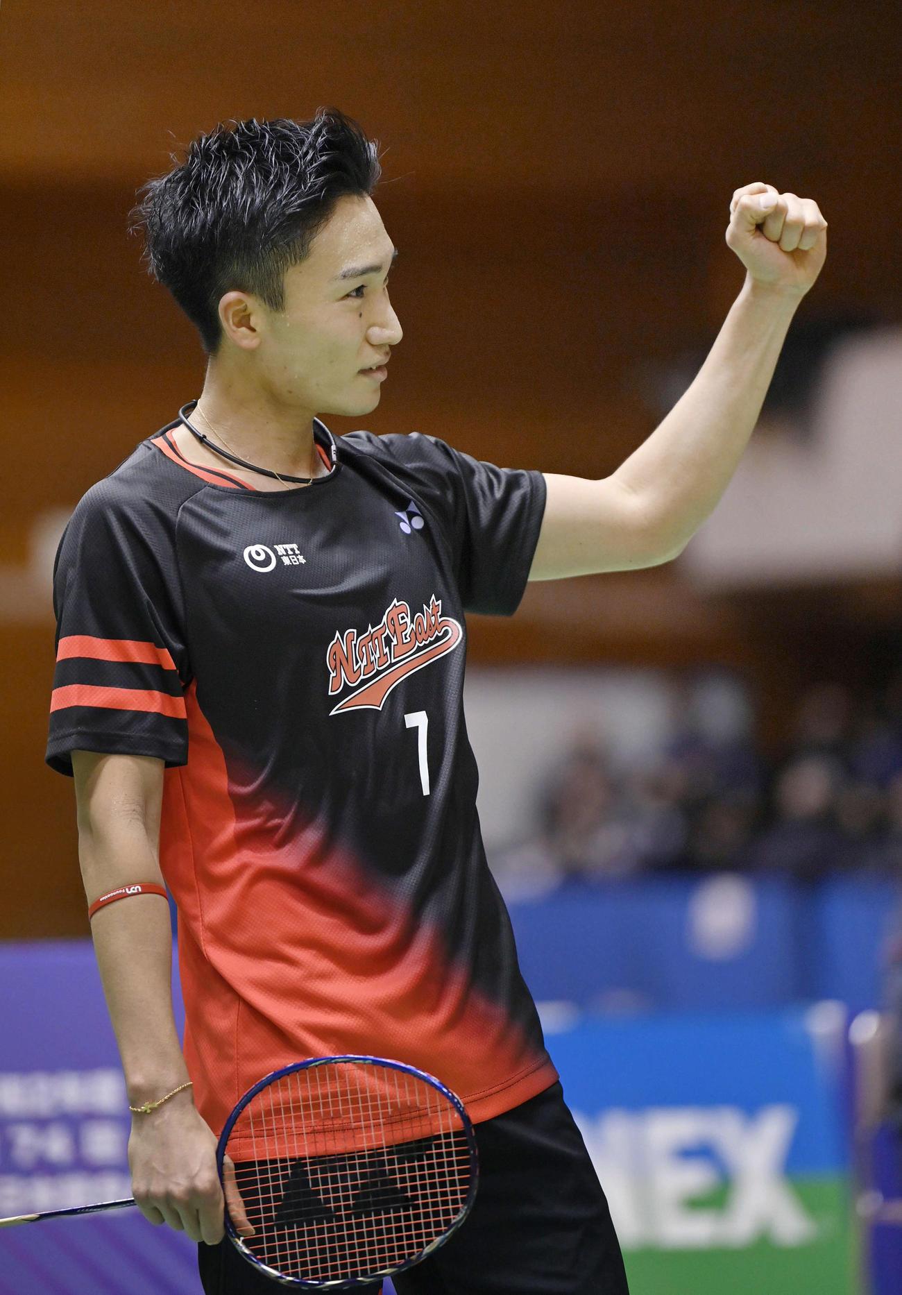 全日本選手権男子シングルスで優勝を決めた桃田(20年12月=代表撮影)