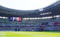4月11日、国立競技場で行われた親善試合パナマ戦に勝利しサポーターにあいさつするなでしこジャパンの選手ら