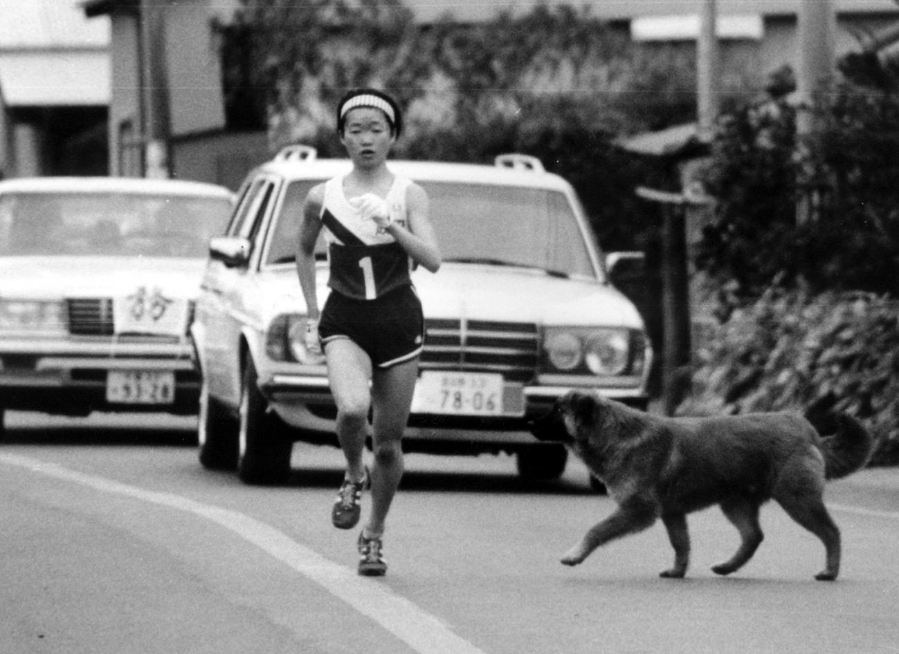 82年2月、マラソン初挑戦の千葉マラソンでいきなり日本最高の2時間36分34秒を記録する増田明美選手