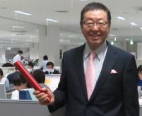 トレードマークでもある似鳥昭雄会長の笑顔で、ニトリのオフィスは明るく活気に満ちている。